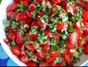 Салат из кукурузы, цукини и помидоров - 2