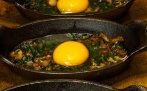 Яичница со шпинатом и грибами в духовке - 1