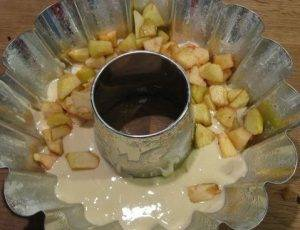 Шарлотка с яблоками на кефире - 2