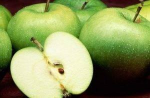 Шарлотка с яблоками на кефире - 1