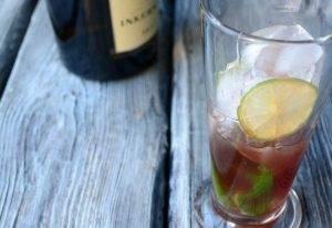 Коблер (коктейль с клубничным сиропом и лаймом) - 0