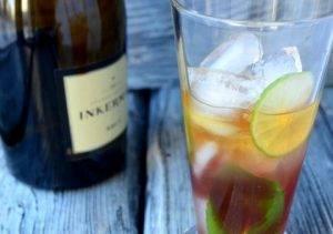 Коблер (коктейль с клубничным сиропом и лаймом) - 1