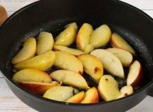 Котлеты из индейки с жареными яблоками - 2