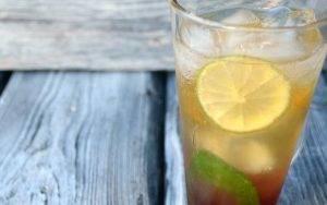 Коблер (коктейль с клубничным сиропом и лаймом) - 2
