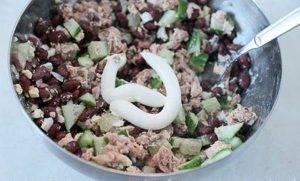 Салат из фасоли с горбушей - 2