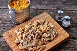 Салат из кукурузы и шампиньонов - 1