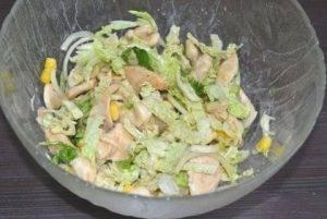 Салат с пекинской капустой, куриным филе и кукурузой - 2