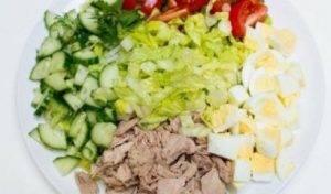 Салат с тунцом и овощами - 1