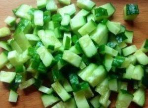 Слоёный салат с селедкой, свежим огурцом и сыром - 2