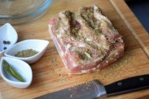 Запеченная свинина с чесноком и майораном - 1