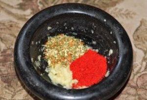 Скумбрия запеченная с чесноком и паприкой - 1