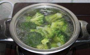 Брокколи с творожно-чесночным соусом - 0