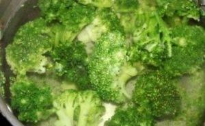 Курица с брокколи, запеченная под сливочным соусом - 0