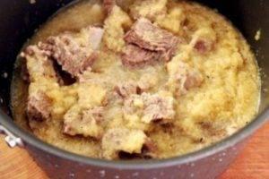 Тушеные говяжьи ребрышки с грушей и соевым соусом - 1