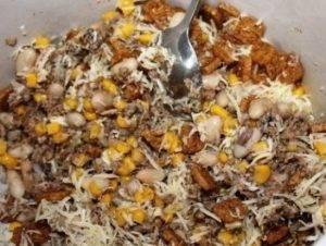 Салат из шпрот с сухариками и фасолью - 2