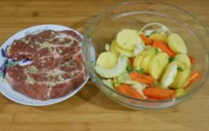 Свинина с овощами в рукаве для запекания - 1