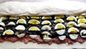 Мясной рулет с грибами в слоеном тесте - 3