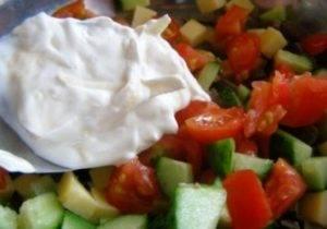 Салат из печени и свежих овощей - 1