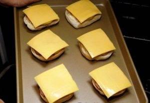 Сэндвич с ветчиной, сыром и ананасом - 3