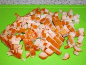 Салат из копченой курицы и винограда - 1