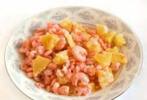 Салат из креветок с ананасами - 1
