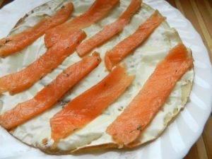 Рулеты из блинов с лососем - 1