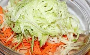 Салат из зеленой редьки с морковью - 0