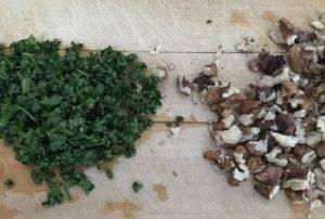 Салат из сельдерея с черносливом - 1