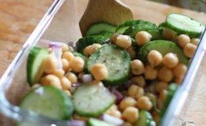 Салат с огурцом и нутом - 0