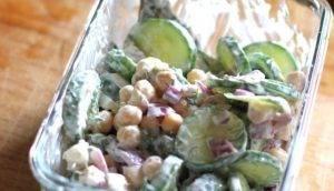 Салат с огурцом и нутом - 1