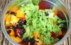 Салат из печеных баклажан с помидорами и чесноком - 0