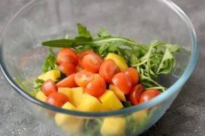 Салат с манго и рукколой - 0