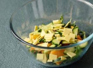 Салат с рукколой и хурмой - 1
