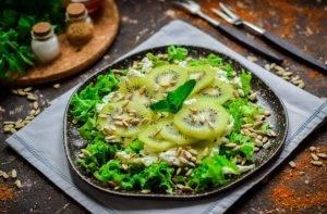 Зеленый салат с киви - 1
