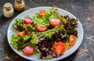 Греческий салат с копченой курицей - 0