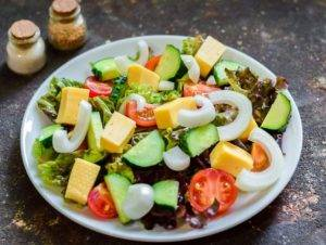 Греческий салат с копченой курицей - 1