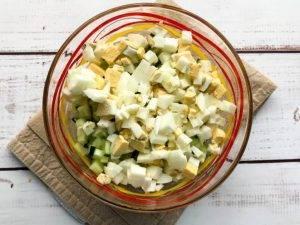 Крабовый салат со сметаной - 1