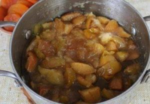 Варенье из яблок с курагой - 1