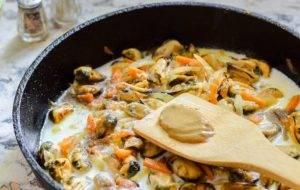 Мидии в сливочно-горчичном соусе - 1