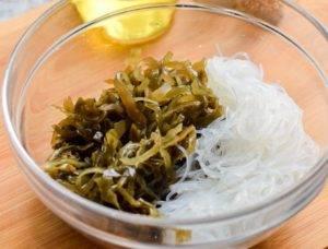 Салат с фунчозой и морской капустой - 0