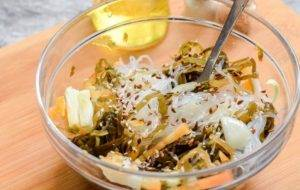 Салат с фунчозой и морской капустой - 1