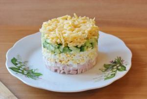 Салат из ветчины с сыром - 1