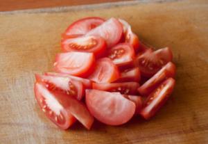 Салат из курицы с цукини и помидорами - 1
