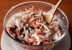 Салат из курицы с рисом и фасолью - 2
