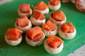 Шампиньоны с лососем в беконе - 1