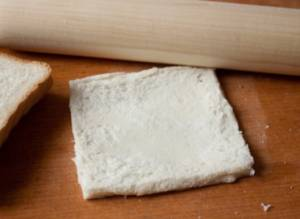 Рулетики из лосося с белым хлебом и сливочным сыром - 0